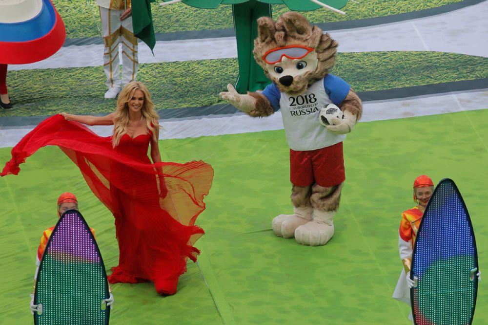 Посол чемпионата мира по футболу 2018, фотомодель и телеведущая Виктория Лопырева на церемонии открытия чемпионата мира по футболу.