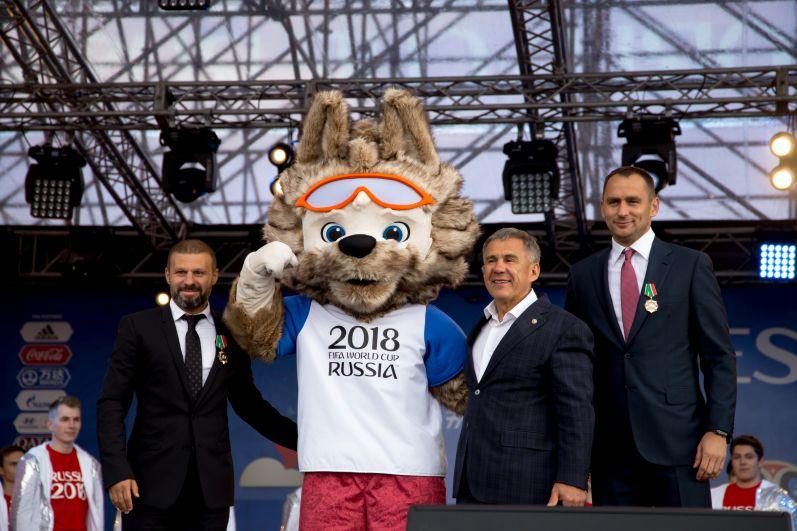 Открыли Фан-фест президент РТ Рустам Минниханов и послы чемпионата мира, экс-игроки