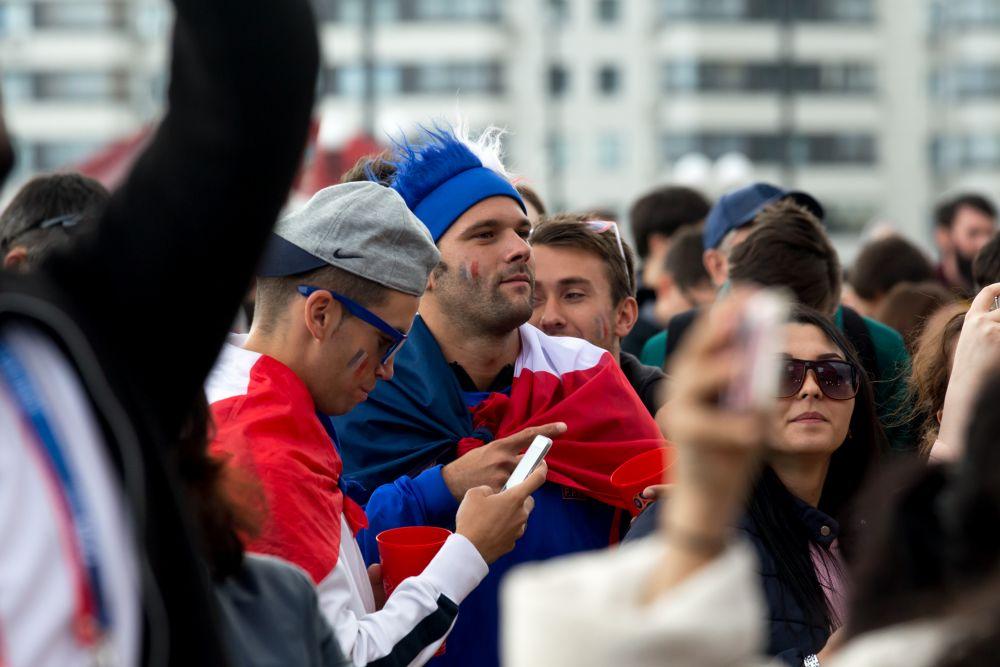 Среди болельщиков были замечены представители сборной Франции. Французские фанаты сыграют в товарищеский матч с фанатами из Австралии в день игры их сборных.