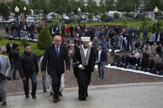 Сергей Цивилев поздравил мусульман Кузбасса с праздником Ураза-байрам.