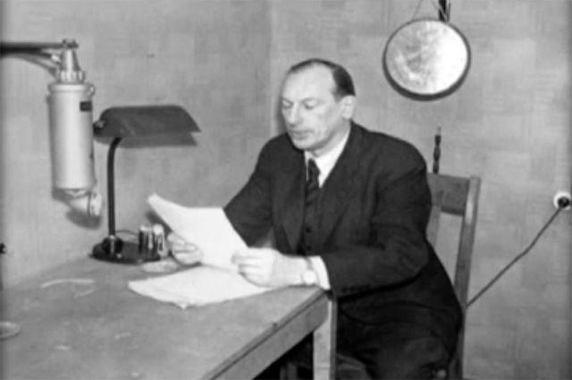 Соколов выступал в качестве диктора на радио, причем по воздействию на слушателей его даже сравнивали с Юрием Левитаном.