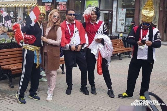 На улицах Екатеринбурга много иностранных болельщиков.