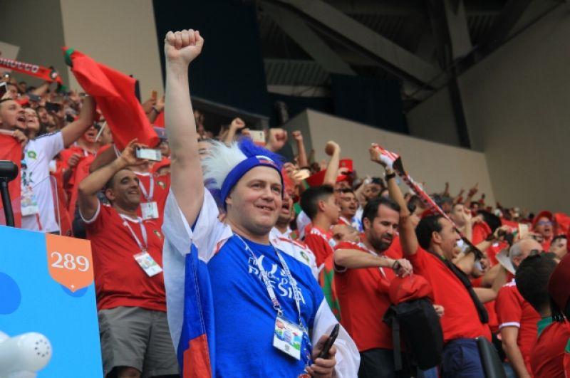 Одинокий россиянин в марокканском море фанатов.