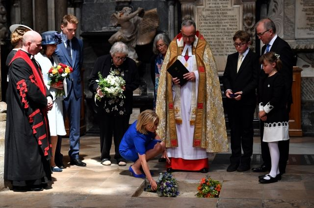 В Лондоне захоронили прах Стивена Хокинга