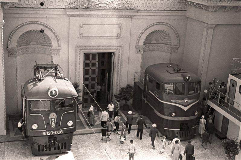 На выставке достижений народного хозяйства (ВДНХ). 1960 год.