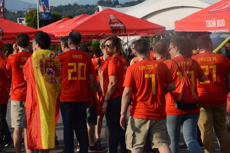 Фанатов сборной Испании несчетное количество.
