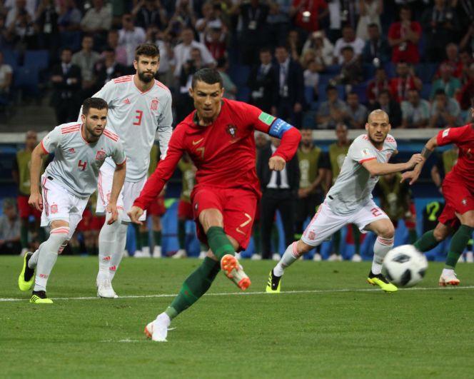 Роналду ожидаемо стал главной звездой матча.
