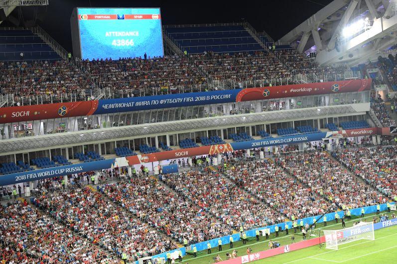43866 зрителей заполнили трибуны