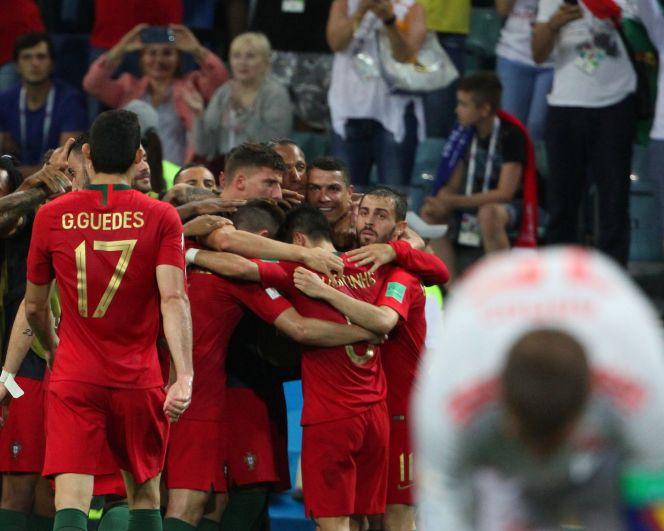 Объятия сборной Португалии.