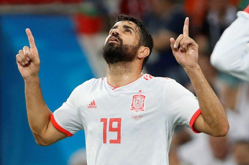 Диего Коста радуется голу, забитому в ворота Португалии — 1:1.