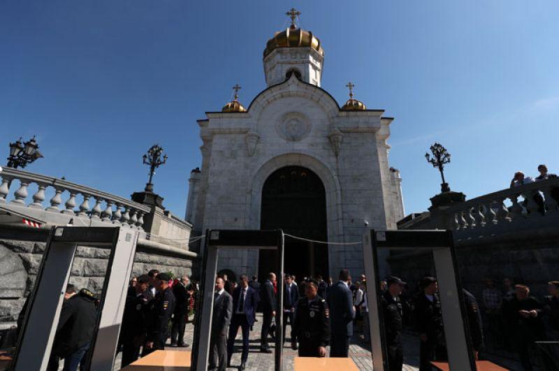 В Преображенской церкви Храма Христа Спасителя проходит прощание с режиссером Станиславом Говорухиным.