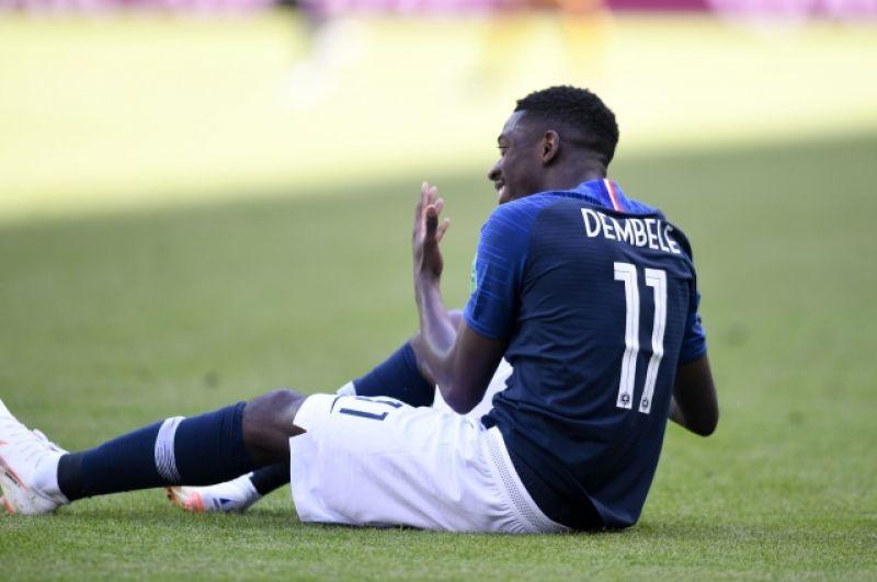 Второй гол сборной Франции вышел не менее курьезным. Поль Погба в борьбе с австралийским защитником пробил по воротам Метью Райана, после чего мяч попал в перекладину.