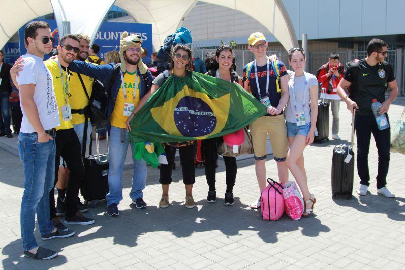 За день до матча чемпионата мира по футболу между сборными Бразилии и Швейцарии в Ростов-на-Дону приехали организованные группы болельщиков из Южной Америки.