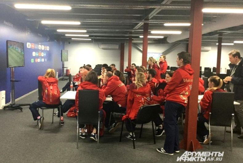 Волонтёры из медиацентра болеют за сборную России, которая 14 июня разгромила Саудовскую Аравию.