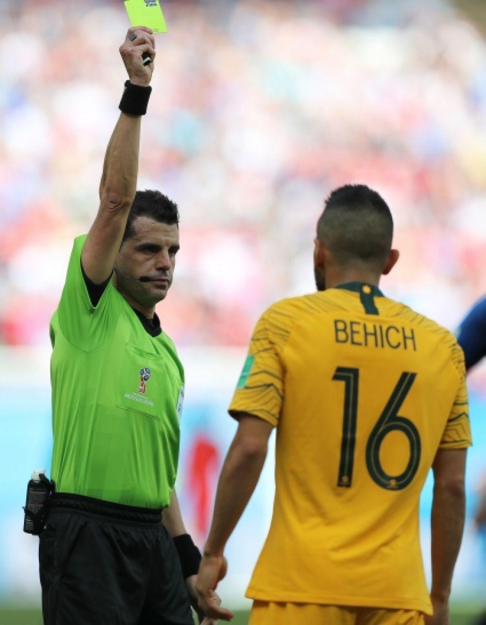 «Горчичник» Бехича (на 87-1 минуте) стал последним в матче. Всего сборная Австралия получила за игру три жёлтых карточки, французы - одну.