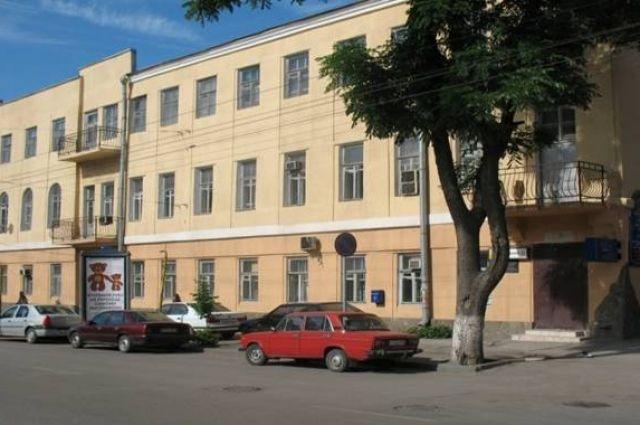 С основания учебного заведения медколледж находится в здании по проспекту Ворошиловскому.