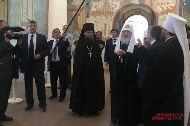 Войдя в храм, расписанный Дионисием, патриарх вспомнил давнюю историю из своей жизни.