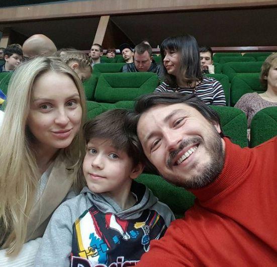 Шоумэн, комик и волонтер Сергей Притула во втором браке с Екатериной Сопельник воспитывает дочь Соломию. От первого брака у него есть сын Дмитрий, который часто проводит время с отцом и его новой семьей. Сам Притула отмечает, что Дима отлично ладит с его новой женой.