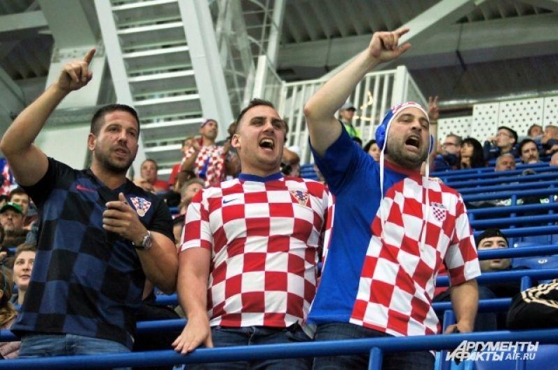 Болельщики хорватии превратили центр Калининграда в огромную фан-зону. Веселились они и на стадионе.