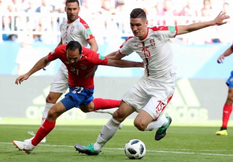 Марко Урена из Коста-Рики в борьбе с Николой Миленковичем из Сербии.