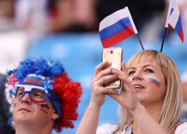 Буквально на каждом матче группового этапа присутствуют и болельщики сборной России.