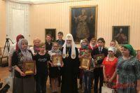 Патриарх Московский и всея Руси Кирилл сподопечными программы «Хочу всемью».