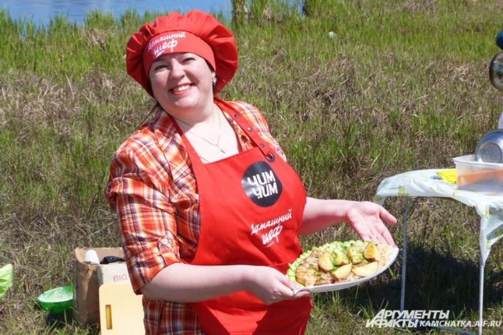 Даже майонез и соусы ко вторым блюдам некоторые повара приготовили здесь же в полевых условиях.