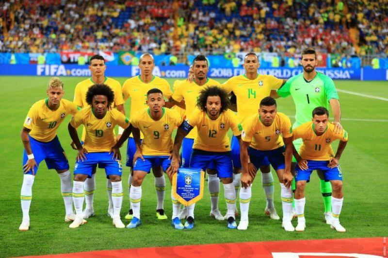 Сборная Бразилии перед матчем.