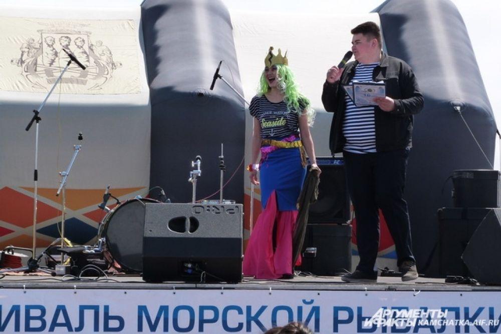 Конкурс морских костюмов «Рыбачка Клёвого сафари».