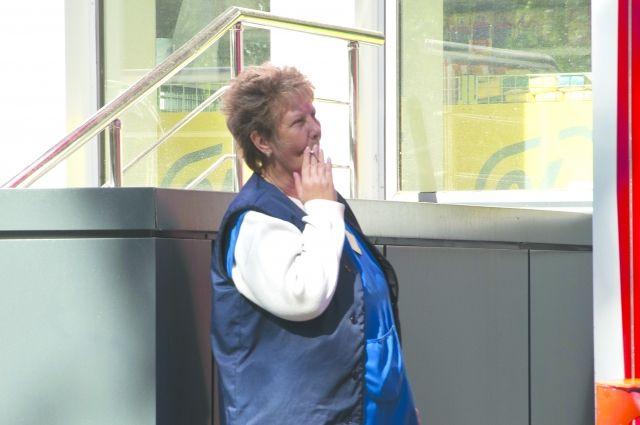 За курение на лестничных площадках можно получить штраф.