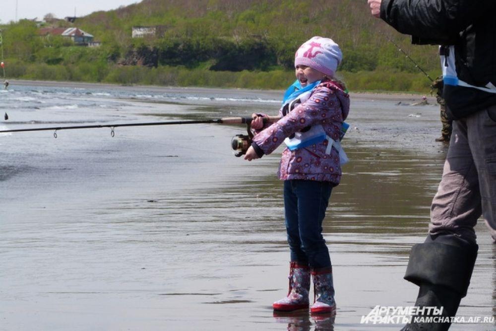 5-летняя Анфиса стала победителем в номинации «самый юный участник», а также выиграла для папы главный приз - моторную лодку.