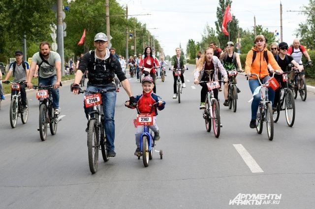 В Оренбурге состоялся фестиваль «День 1000 велосипедистов».