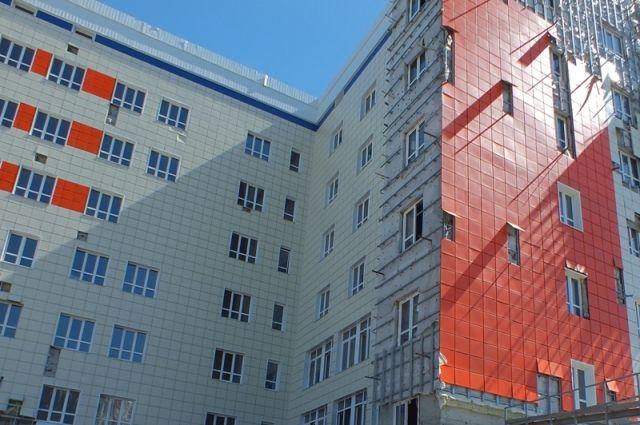 Здание давно стоит, но медучреждение всё ещё не работает.