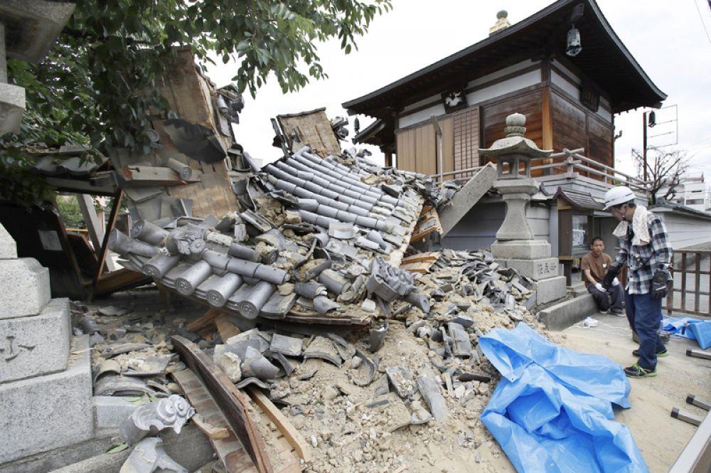 Храм Миотоку-дзи, разрушенный землетрясением, в Ибараки.