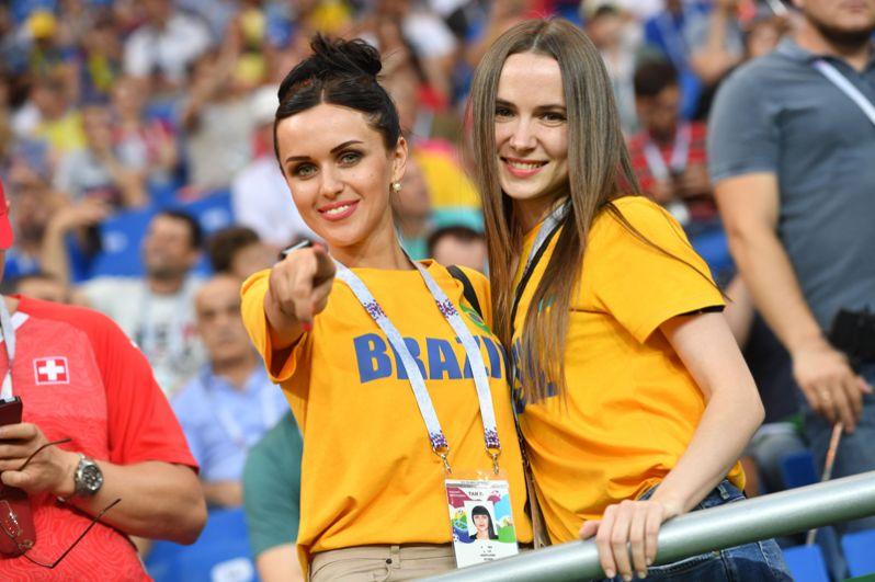 Бразильские болельщицы перед матчем со Швейцарией в Ростове-на-Дону.