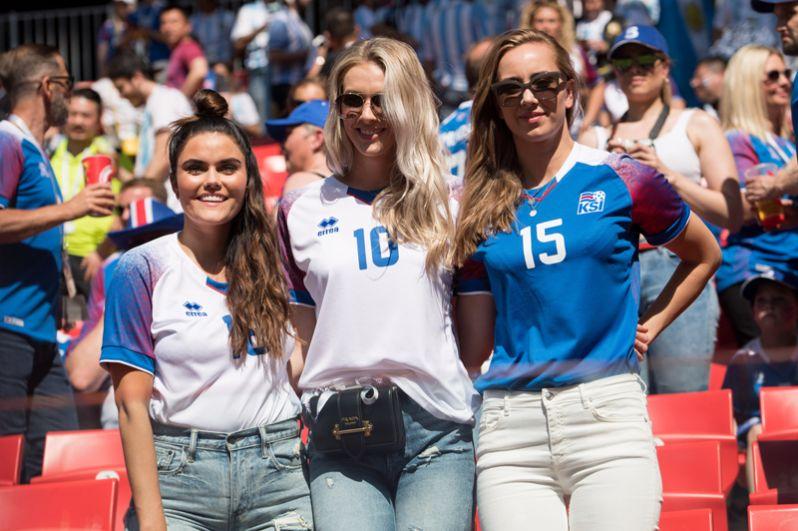 Болельщицы из Исландии перед матчем со сборной Аргентины на стадионе «Спартак» в Москве.