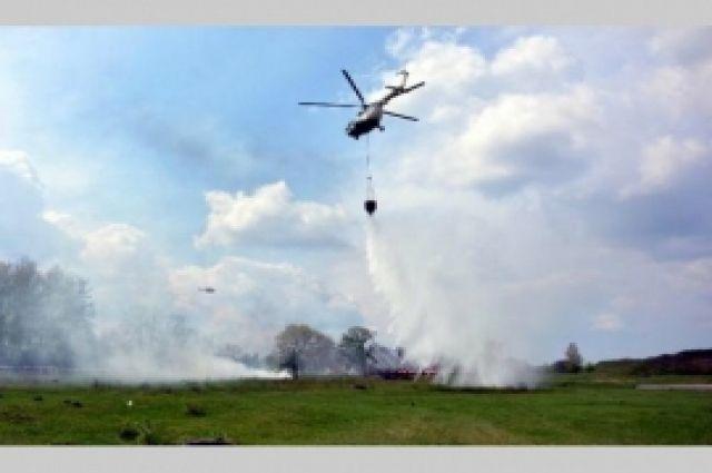 Одиннадцать лесных пожаров тушат на Ямале