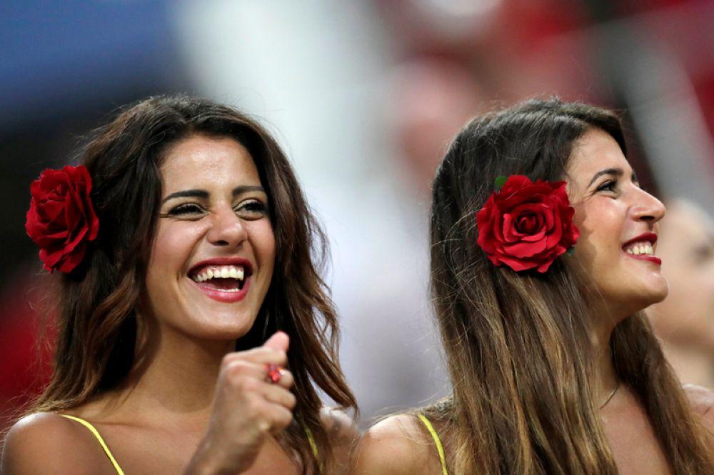 Испанские болельщицы на стадионе «Фишт» в Сочи перед матчем Испания – Португалия.