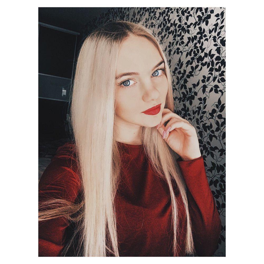 Ситникова Юлия Сергеевна, 1996 г.р., ведущий менеджер по автокредитованию в ПАО «Банк Уралсиб», хобби – футбол и английский язык.