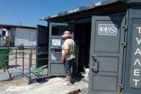 На пляже в Янтарном есть доступный для всех категорий граждан туалет.