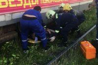 Водитель трамвая затормозила, но избежать наезда на пешехода не удалось.