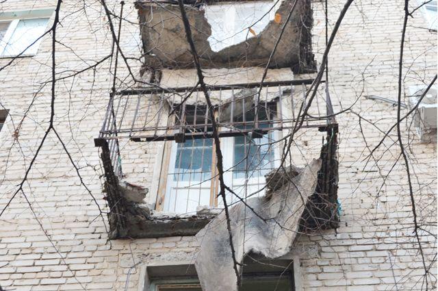 По имеющимся данным в момент обрушения мужчина находился на балконе.
