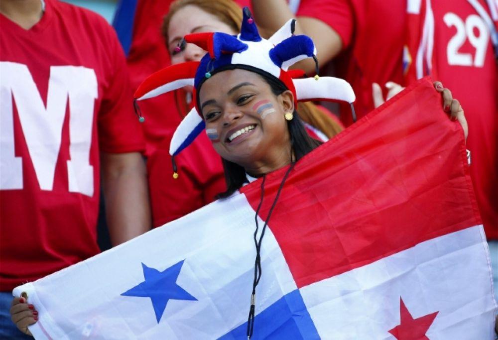 Радостная болельщица из Панамы.