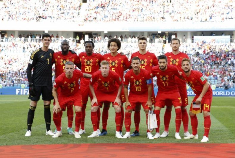 Сборная Бельгии позирует для группового фото перед матчем.