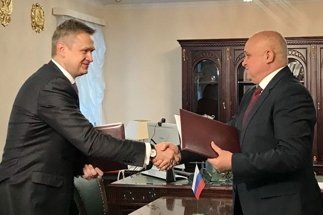Врио губернатора Сергей Цивилев и гендиректор АО «СУЭК» Владимир Рашеский подписали Соглашение о социально-экономическом сотрудничестве.