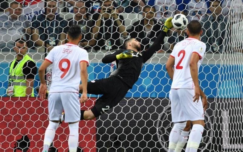 Мяч в воротах сборной Туниса. На 11-й минуте счёт в матче открыл Гарри Кейн.