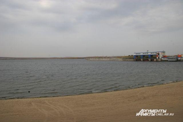 Воду из Шершнёвского водохранилища используют жители Челябинска, Копейска, Коркино и Еманжелинска.