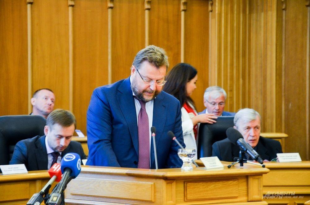 Заместитель руководителя администрации губернатора Свердловской области Вадим Дубичев высказывает для депутатов ЕГД пожелание от Евгения Куйвашева.