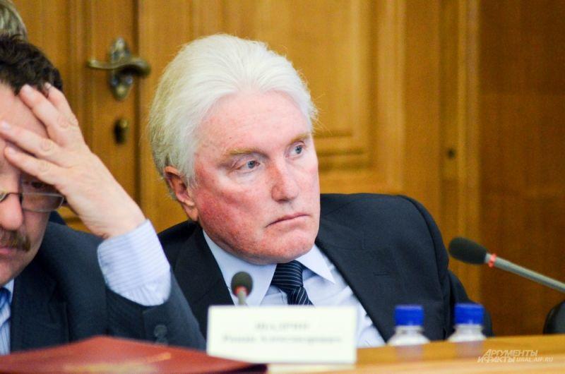 Депутат Анатолий Шарапов.