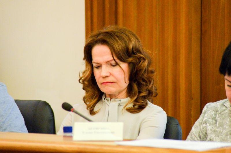 Председатель Комиссии по социальной защите и здравоохранению Ира Овчинникова.